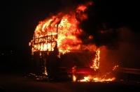 Xe khách bất ngờ bốc cháy, hành khách tháo chạy hoảng loạn